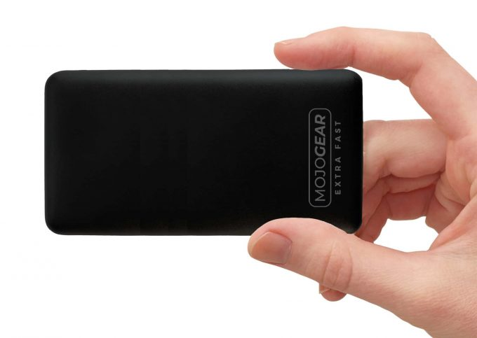 MOJOGEAR MG-09 MINI XL powerbank 20000 mAh in hand