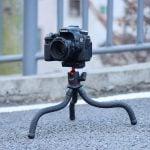 Ulanzi MT-11 flexibel statief XL op straat