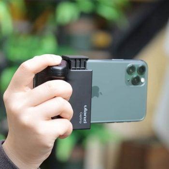 Ulanzi CapGrip smartphone cameragrip telefoonhouder in hand sfeer