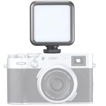Ulanzi VL-49 RGB cameralamp op camera