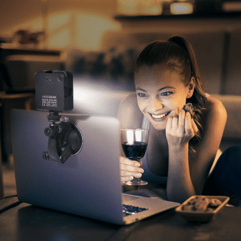 MG-33 Multi Color Mini LED laptoplamp met zuignap KIT sfeerfoto